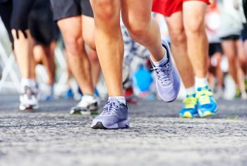 Entenda os diferentes tipos de pisada e os cuidados na hora da corrida